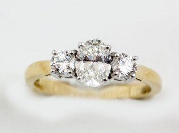 oval-diamond-three-stone