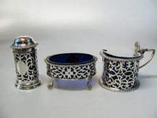 pre-owned-silver-condiment-set-with-blue-glass