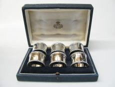 pre-owned-silver-napkin-ring-set