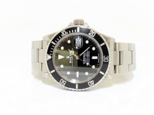 Pre-Owned Rolex Oyster Submariner Date